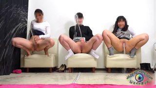The best of girls! Peeing showdown how far piss flys away